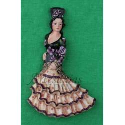 Imán flamenca con un mantón