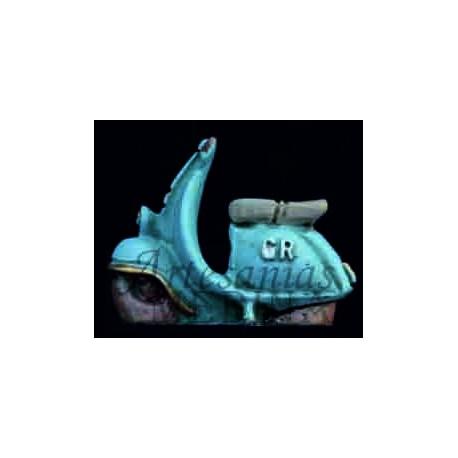 Moto vespa azul