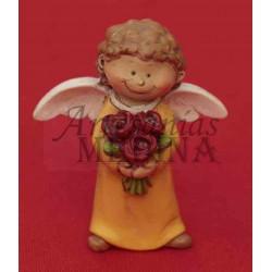 Angelito con ramo de flores