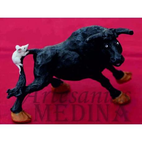 Figura toro con ratón
